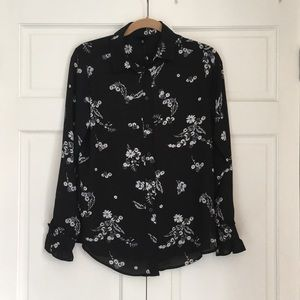 NWT WhoWhatWear Floral Button-up Ruffle Detail XS
